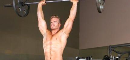 Армейский жим — базовое упражнение для тренировки плеч
