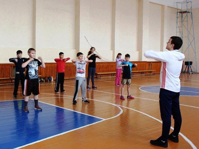 Урок физической культуры в школе