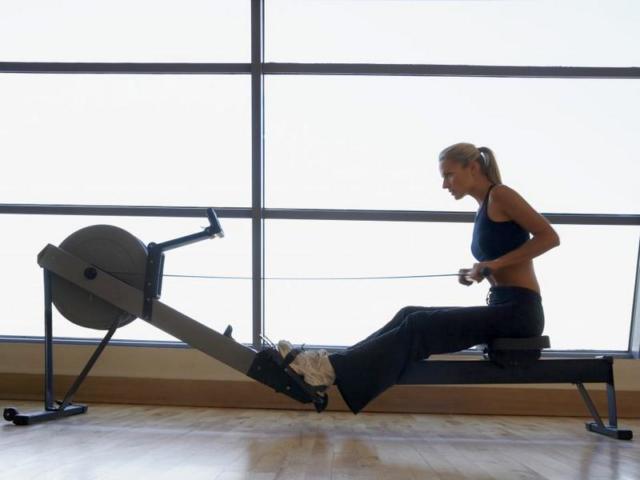 Гребной тренажер: какие мышцы работают, как правильно заниматься