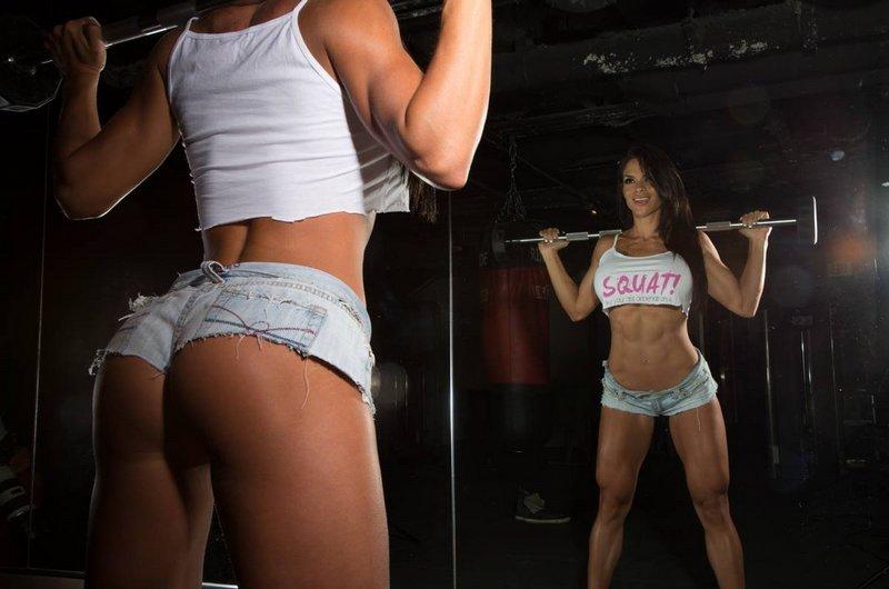 Качаем ягодицы в тренажерном зале: комплекс упражнений для девушек