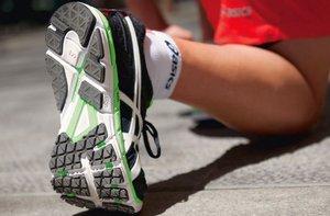 Фото кроссовок на сгибе