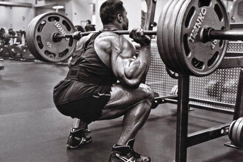 Упражнения на квадрицепсы – важная часть тренировки ног