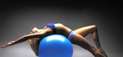 Упражнения с фитболом: похудеть и укрепить мышцы легко!