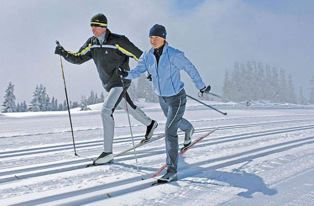 Kaкиe лыжи выбpaть нaчинaющeмy лыжникy